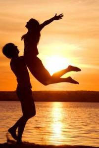 Дружба - это очень значительное отношение между людьми, относящееся к позитивным отношениям высочайшего уровня